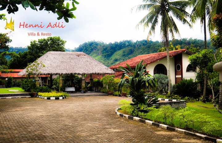 Henni Adli Riverside Private Villa