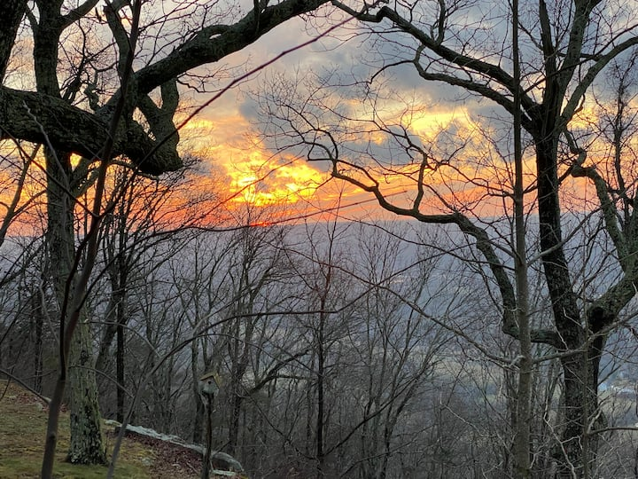 Heavenly Sunsets/15 min from Chatt!