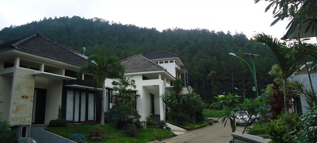 Villakupin - Kecamatan Batu - Villa