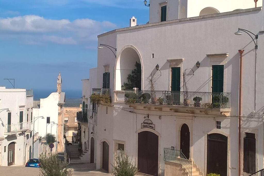 O'stuni  Piazza san Oronzo  12 min to Vle Crispi