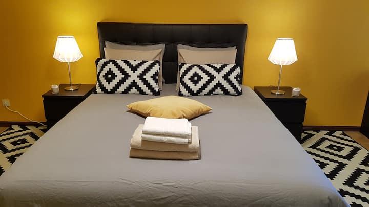City Center Sunny Cozy Bedroom, Free WIFI