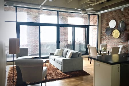 Spacious Downtown Asheville Loft - Asheville - Condominium