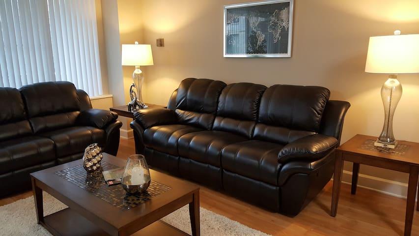Crystal City Luxury Studio Apartment 614S