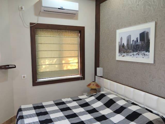 Bedroom with split AC