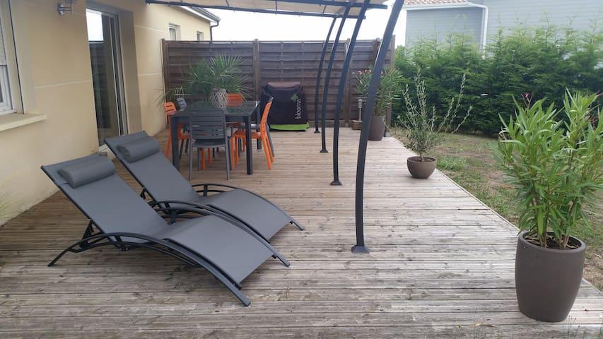 Maison avec jardin à 10mn de Bordeaux - Carbon-Blanc - House