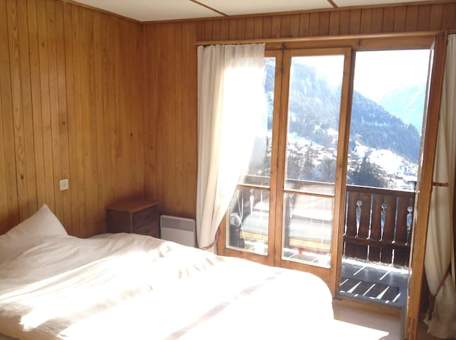 Private Room on a shared Chalet - Bagnes - Haus