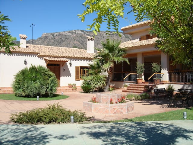 House with private pool and garden - Salinas - Talo