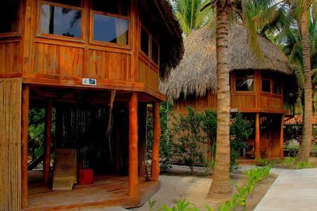 Bungalo # 6 ó 7  · Bungalo # 6 ó 7  · Tortuga Village, Costa Del Sol, Bungalo de pareja