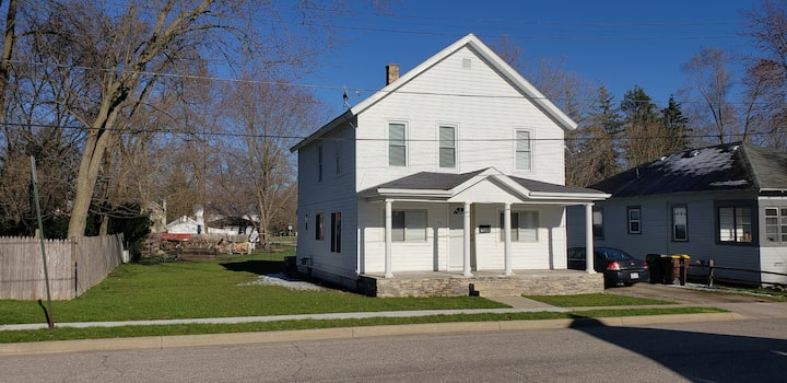 Ionia 2 story Downtown Cottage