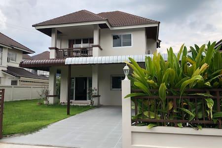 Chiang Mai Villa near Doi Suthep and Hung Tao Lake