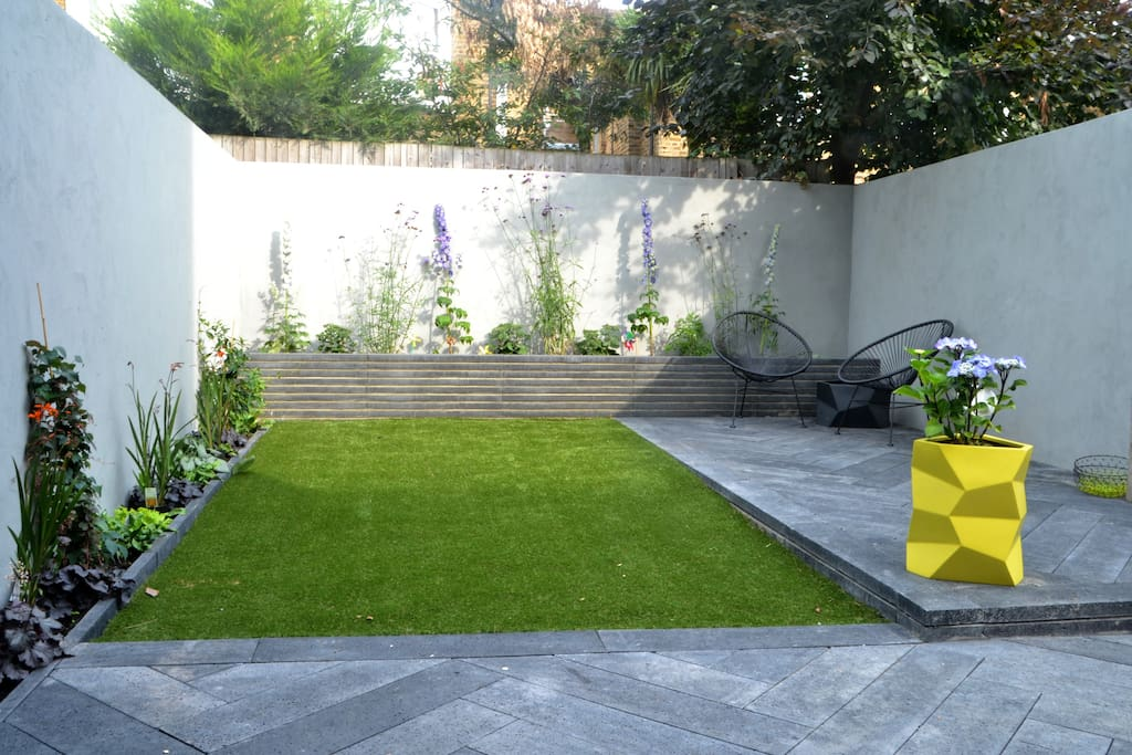 Tranquil and private  sunny garden