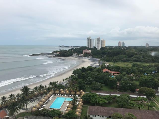 Beautiful Beach Front Condo in Nueva Gorgona