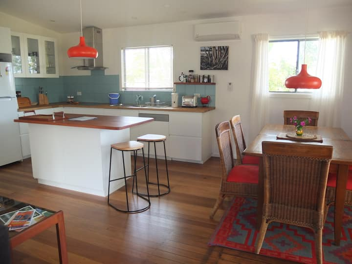 Minerva family cottage by the beach - Urunga