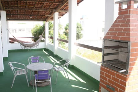 Casa 3 quartos próximo ao mar com salão de festas