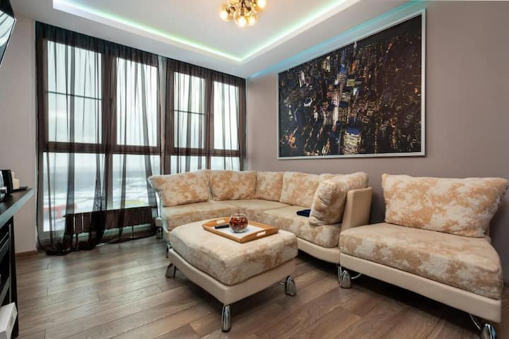 Modern Apt In Khimki - 15 min to Moscow Aeroport