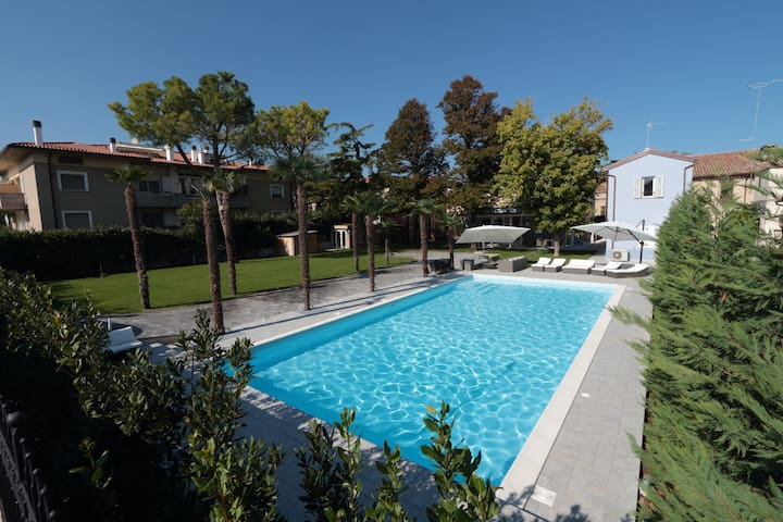 Villa Giada: modern 5 star resort in a large villa