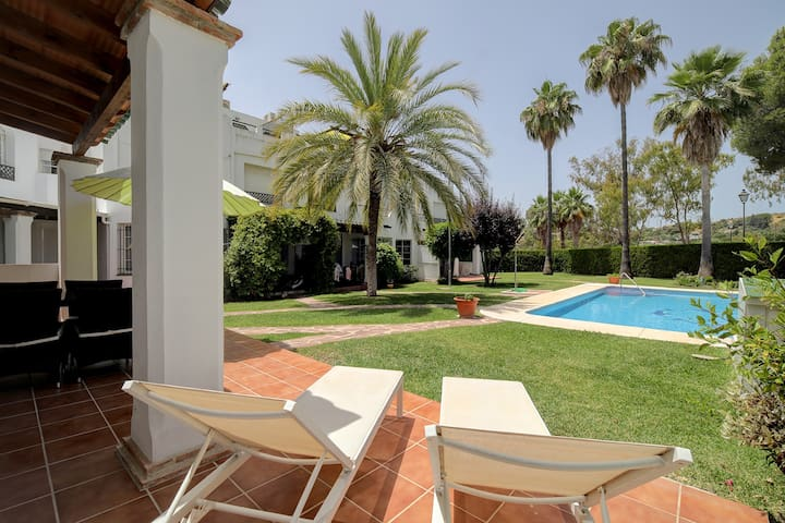 Contemporary and exclusive townhouse - Marbella