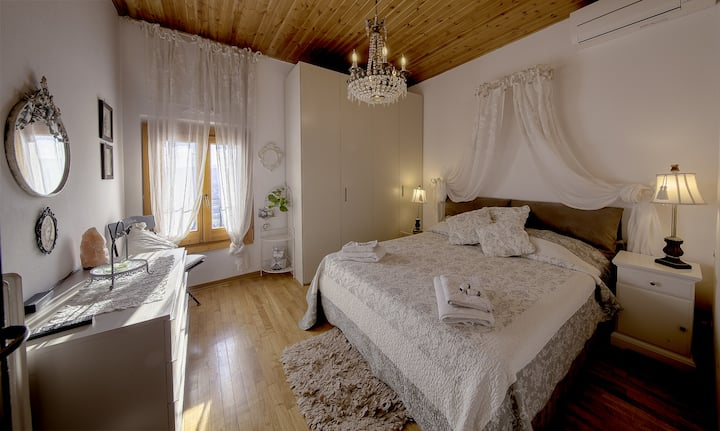 B&B L'OROLOGIO; The Crystal Room +Private bathroom