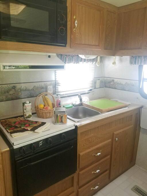 Kitchen w/ Propane 3-Bunner