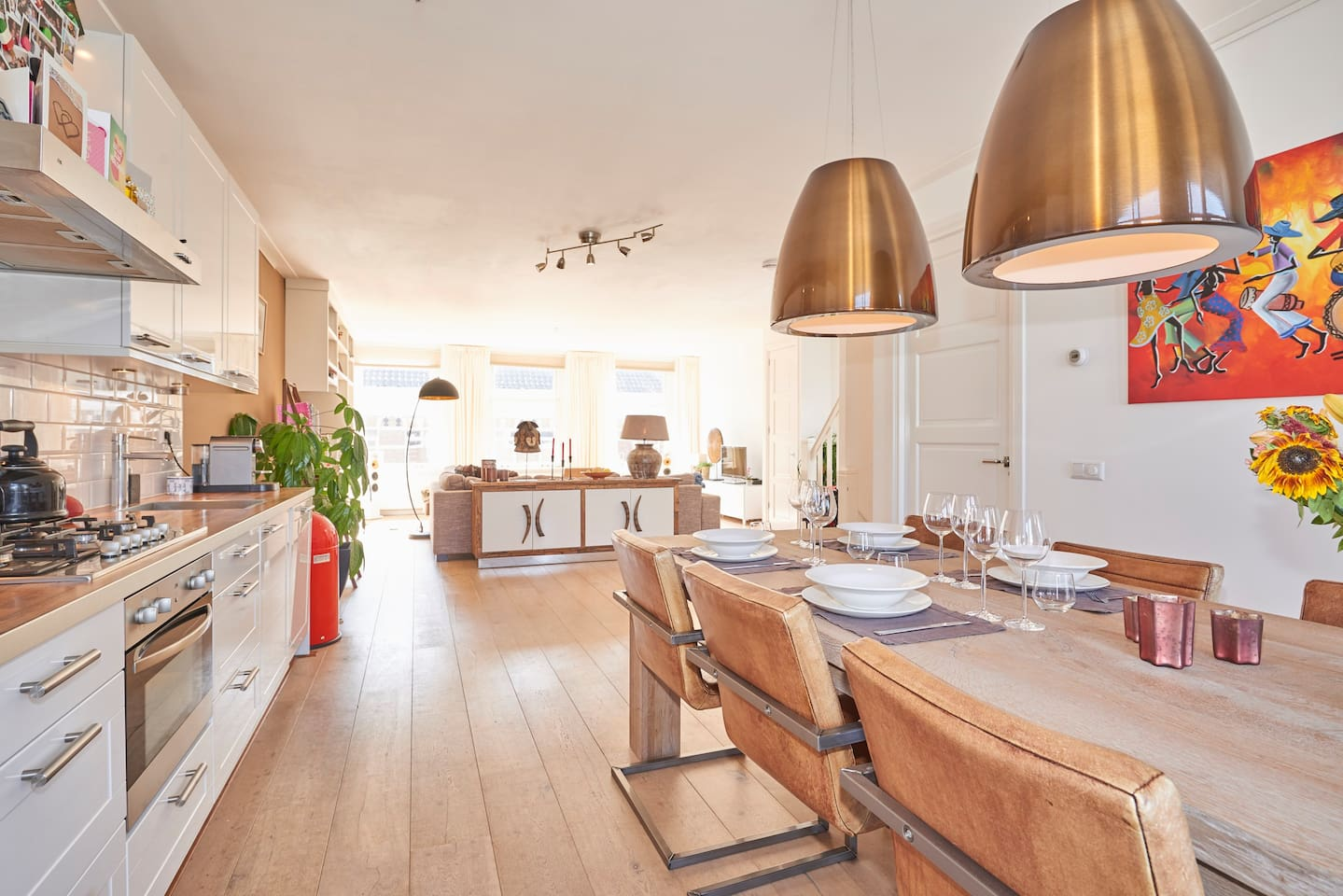 Spacious living room with cosy open kitchen!