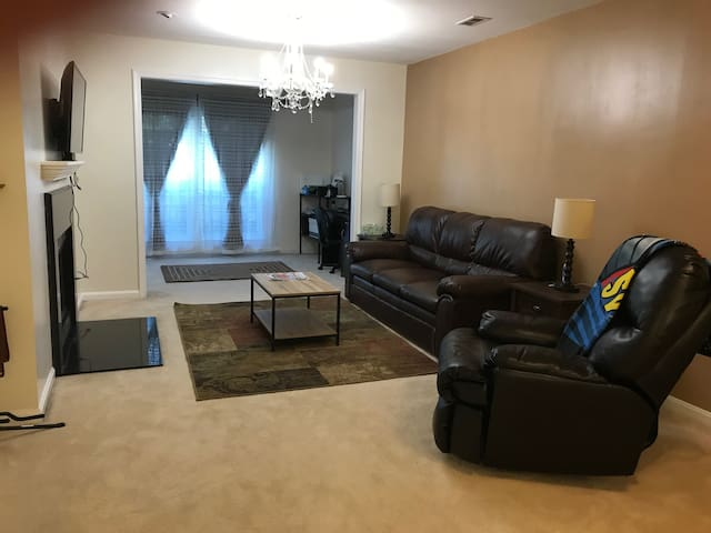 Perfect condo - near  metro, Tysons & Fair Oaks!