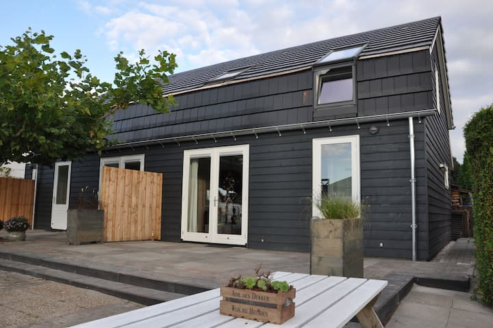 Designer harbour house between Sneek and Joure with direct access to open water