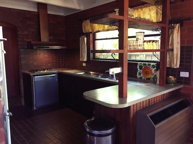 Samaria Road - 70s Retro House - Benalla - House