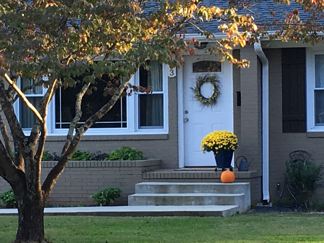 Enjoy your stay in this delightful, welcoming home in a quiet neighborhood.