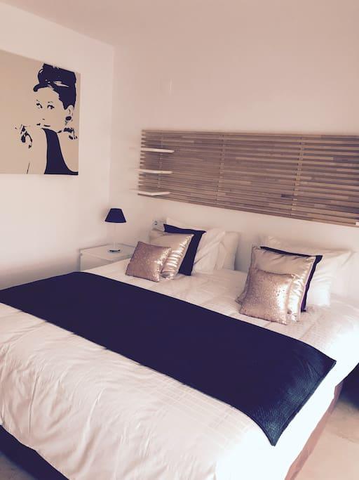 CAMA DORMITORIO PRINCIPAL 180X200/ MASTER BEDROOM BED 180X200 KING SIZE