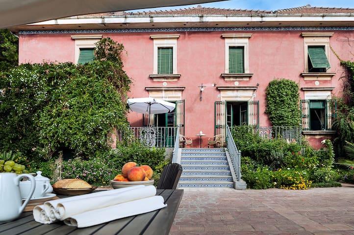 Un soggiorno aristocratico a Caltagirone - Caltagirone - Villa