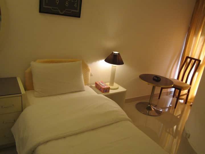 Single Room Near Qurum Beach
