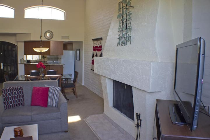 Scottsdale luxury stay at the Camelback! (2 BR)