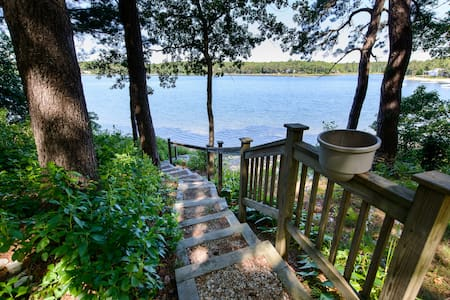 Spacious 2 Bedroom Lakefront Suite - Sandwich