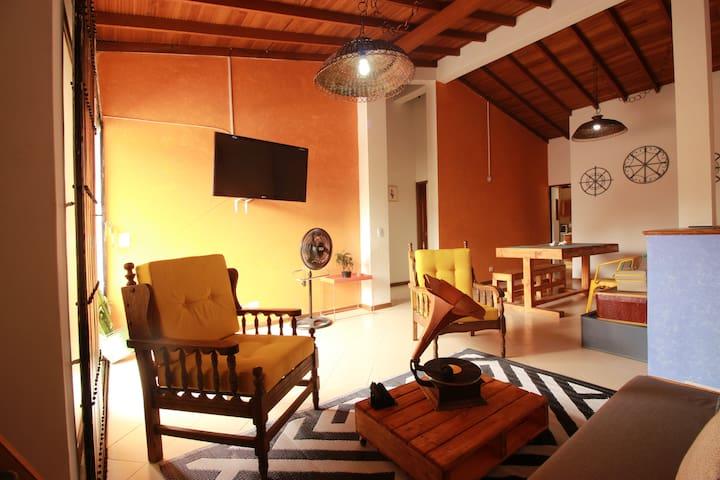 Cartagena-style house in Poblado, Lleras