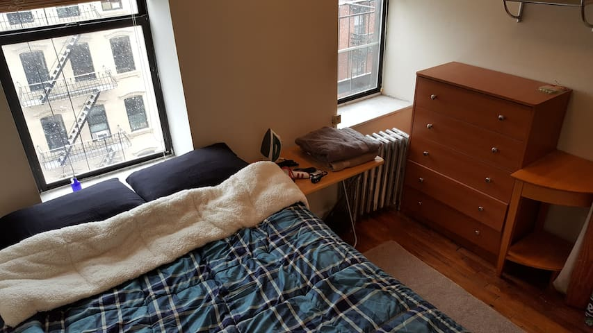 Private East Village Bedroom &Roof Deck(manhattan)