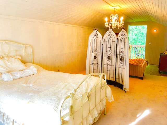 The Upper Room at Chubtown Country Retreat