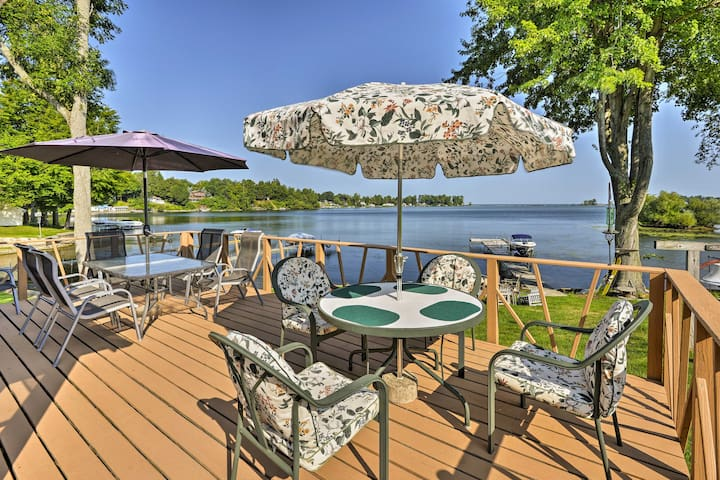 Updated Blind Sodus Bay Family Cottage w/ Dock!