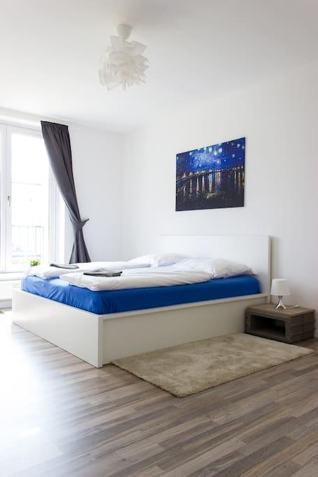 Schlafzimmer 1 mit Doppelbett (Kingsize)