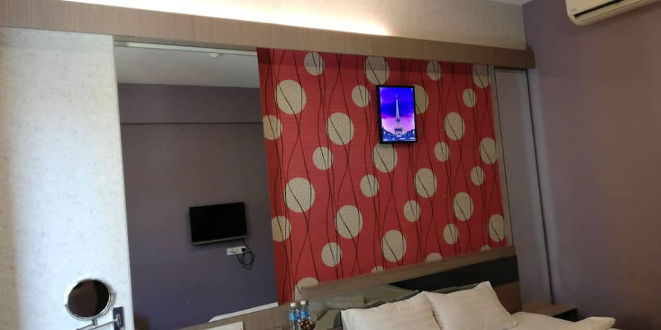 Deluxe 305 @ Hotel Golden View Nilai