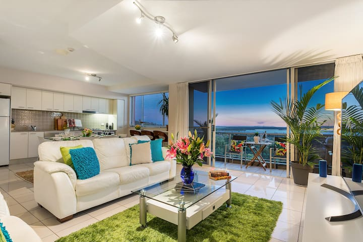 ★ Amazing Water Views ★4 min to Beach ★ Foxtel