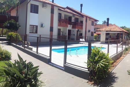 Quarto e piscina - 5 mins da praia - Florianópolis