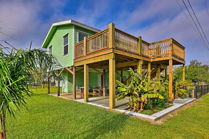 NEW! 2BR Port O'Connor Home Steps From the Beach
