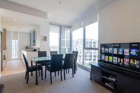 Private ensuite bed next to Airport - Wolli Creek