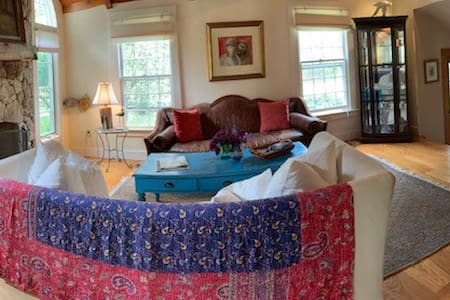 Private Suite - walk to Edgartown & beach