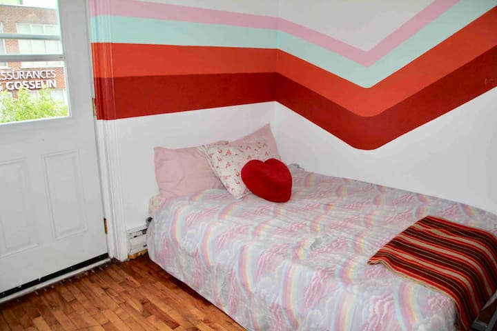 2 bed Suite w/ Private Balcony in Queer house