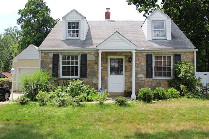 2 Bedroom Home---Family Friendly Main Line Retreat