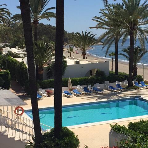 Beachfront Villa on the Golden Mile - Marbella  - Ev