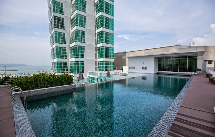 Penang Luxury Seafront Suite @ Georgetown  乔治市之约 - George Town