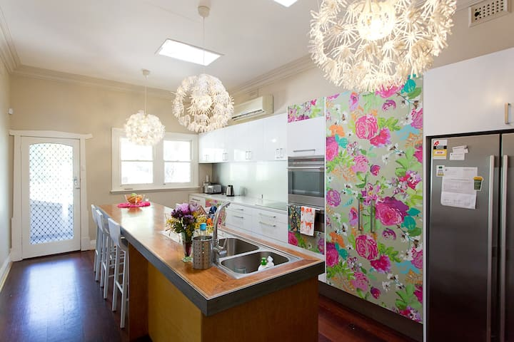 colourful family home in Fremantle area Perth - Bicton - House