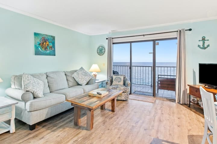 Family-friendly oceanfront condo with balcony and Gulf views - walk to the beach